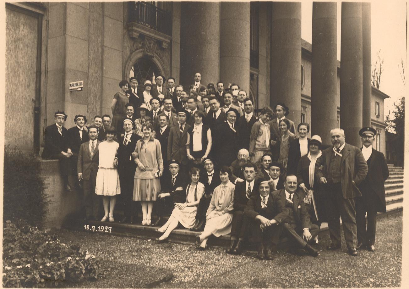 Aufstellung auf der Treppe vor dem Kurhaus 1927