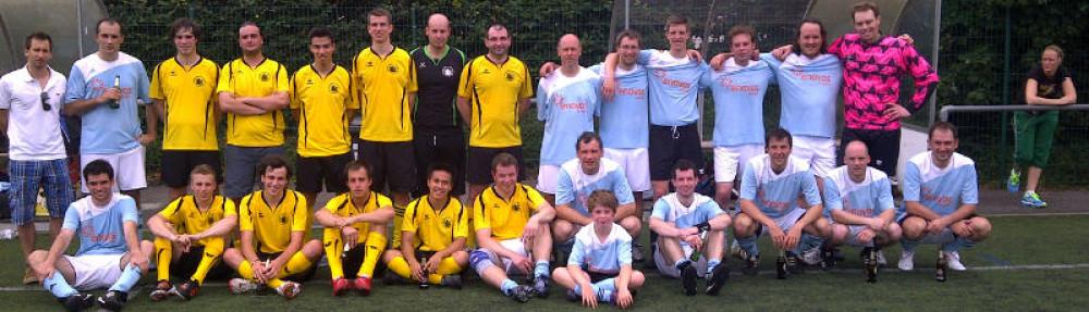 Eis Jonge spillen Fussball zu Mamer 2012